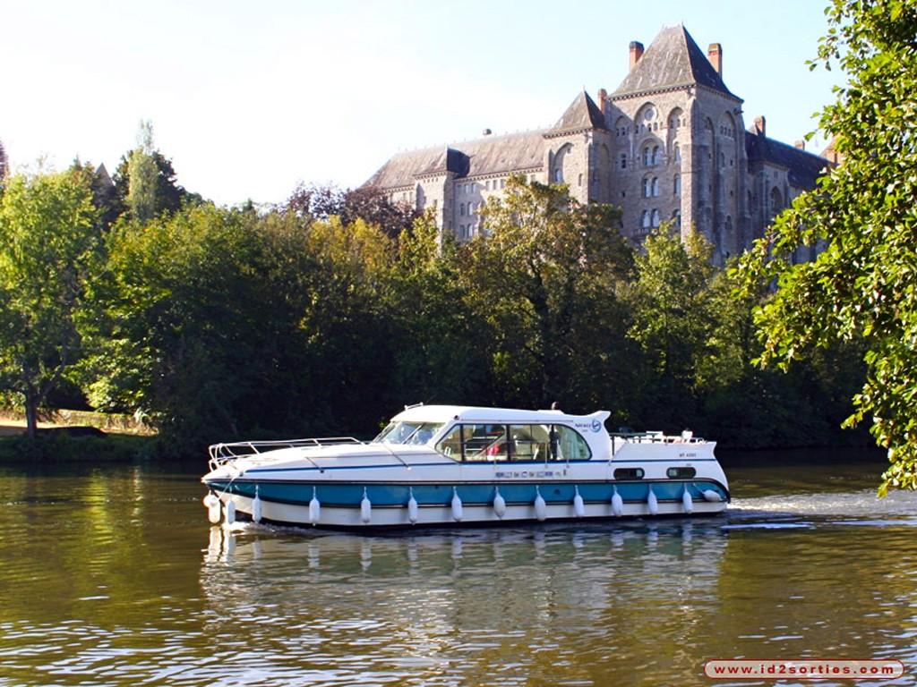 Anjou navigation excursion fluviale le mans sarthe for Club piscine anjou