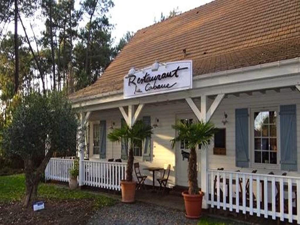 La cabane restaurant de cuisine traditionnelle ro z sur sarthe restaurant traditionnel le - Cabane jardin ikea saint etienne ...